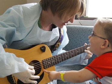 Musicoterapia: dai reparti di pediatria alle carceri