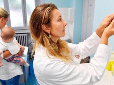 Vaccini: basterà l'autocertificazione per iscrivere i bambini a scuola