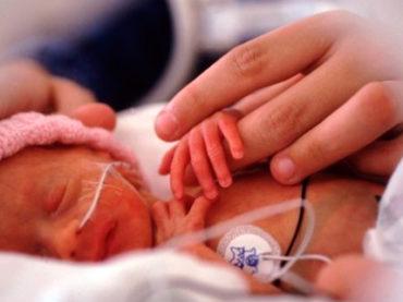 Giornata dei nati prematuri: «Speriamo di trascorrere il Natale a casa con Cecilia»