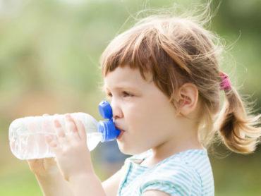 Come prevenire la disidratazione nei piccoli in estate