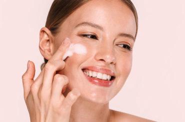 Detergere il viso, primo rituale di bellezza