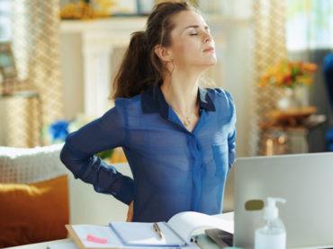 Cosa fare quando la sedentarietà forzata acutizza i dolori posturali