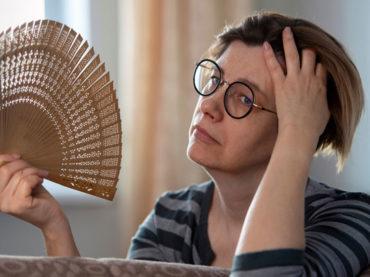 Come riconoscere e contrastare i sintomi della menopausa